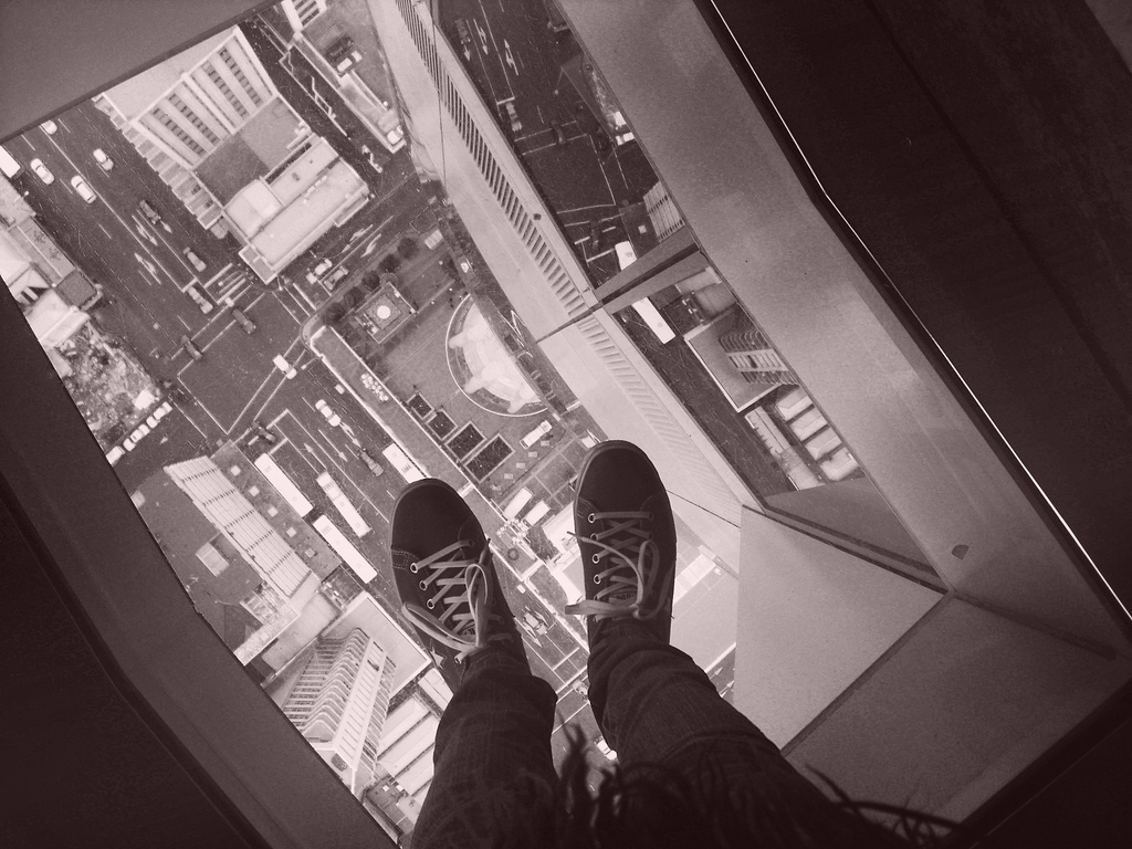 18 amazing glass floor experiences [pics]