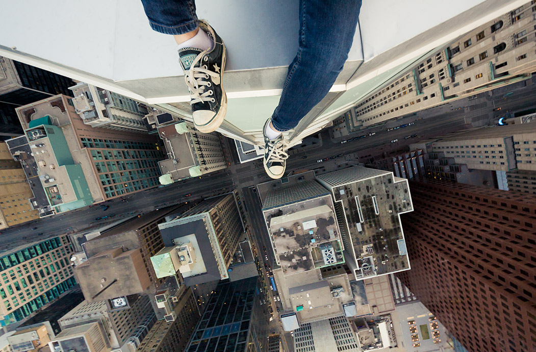 21 examples of you-fall-you-die photography with the world's most insane skywalkers