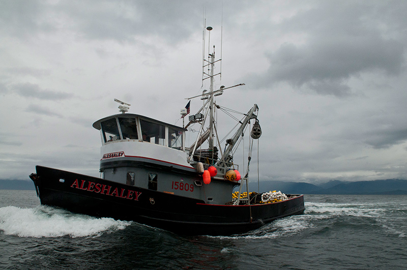 What it 39 s like to work on a commercial fishing boat in alaska for Alaska fishing boats