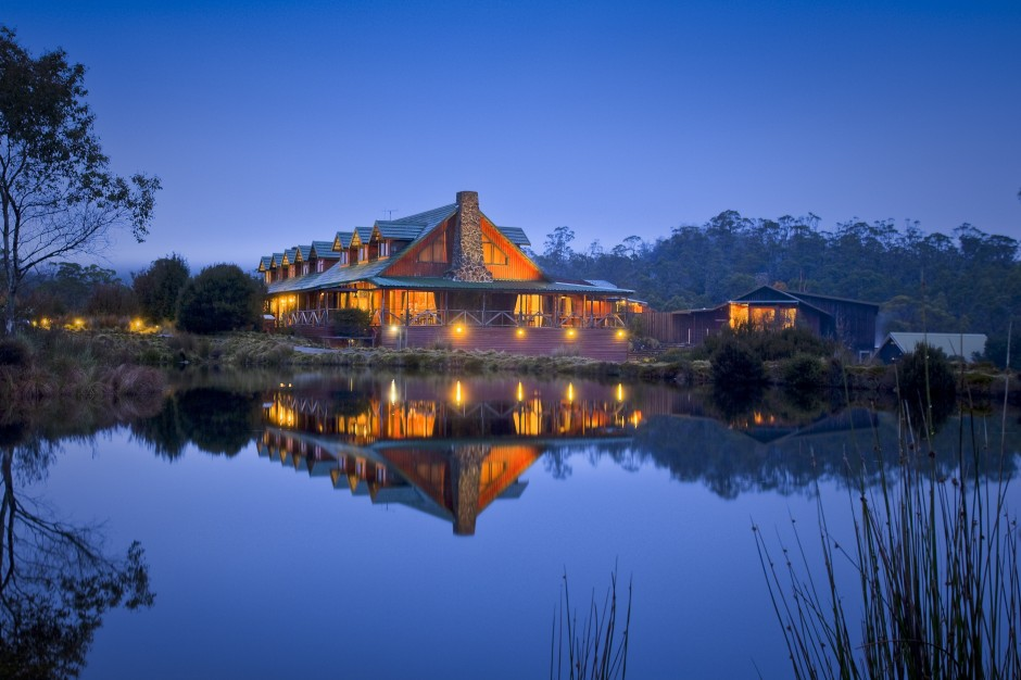 http://www.hotelmanagement.com.au/wp-content/uploads/2012/03/Cradle-Mountain-Lodge-1.jpg
