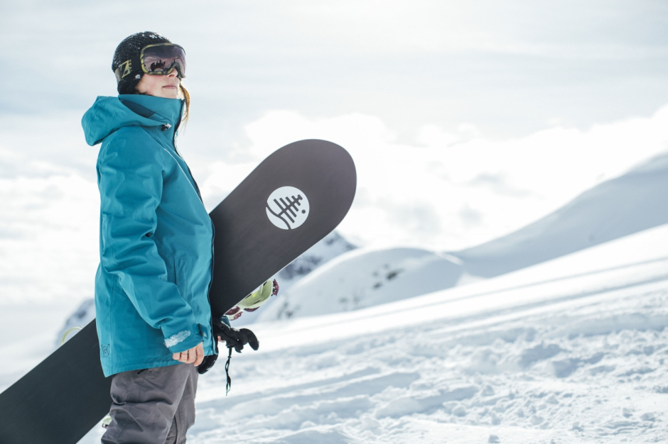 25 Essential Christmas Gifts For Your Favorite Snowboarder