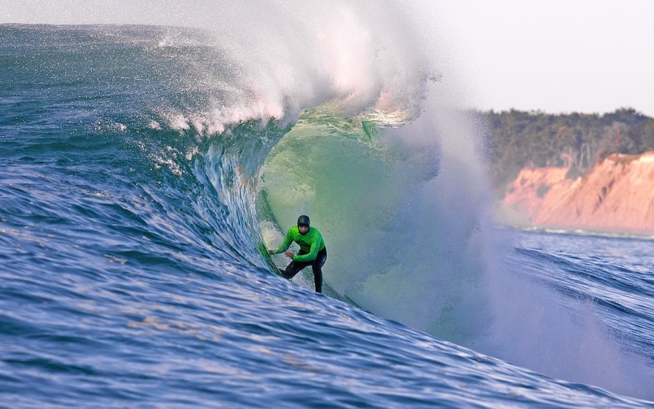 mavericks-surfing-winter