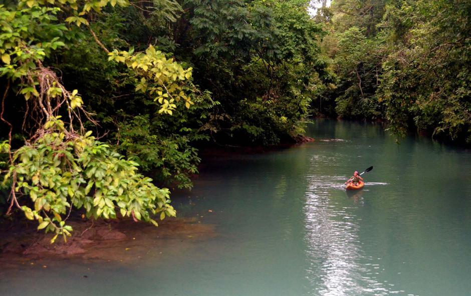 Kayaking near Drake Bay, on the Osa Peninsula. Photo: Costa Rica Tourism Board