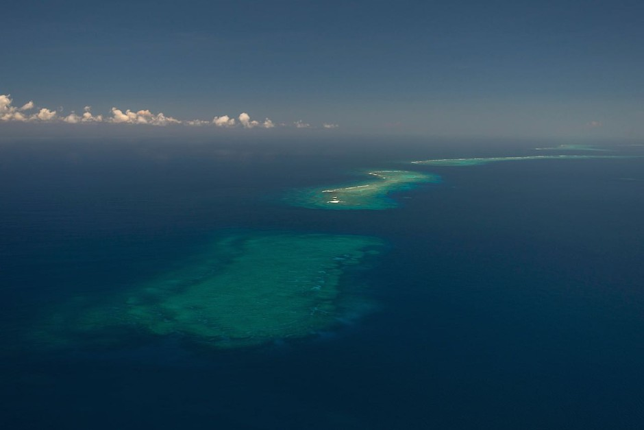 This image clearly shows the extent of the Great Sea Reef as it stretches into the horizon—a full 200-km in length.Photo: Jürgen Freund