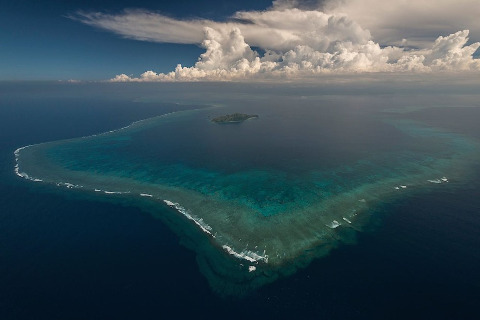 A section of the Great Sea Reef that seems to embrace tiny and isolated Kia Island in Fiji's Northern Division.Photo: Jürgen Freund