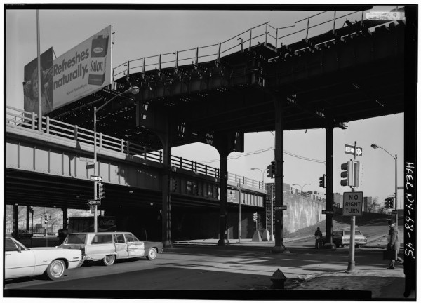 Looking_northeast_at_Third_Avenue_Elevated_over_Cross_Bronx_Expressway
