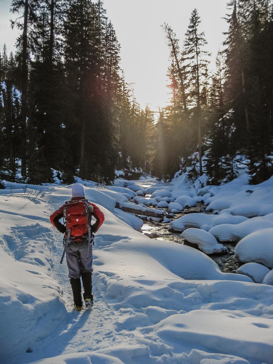 4_Hiking-Snowshowing