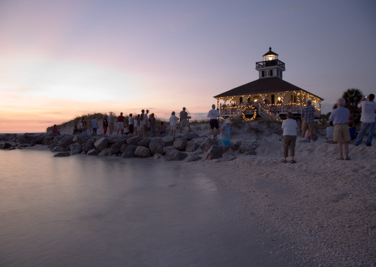 8 reasons you should be spending the holidays on the Beaches of Fort Myers & Sanibel