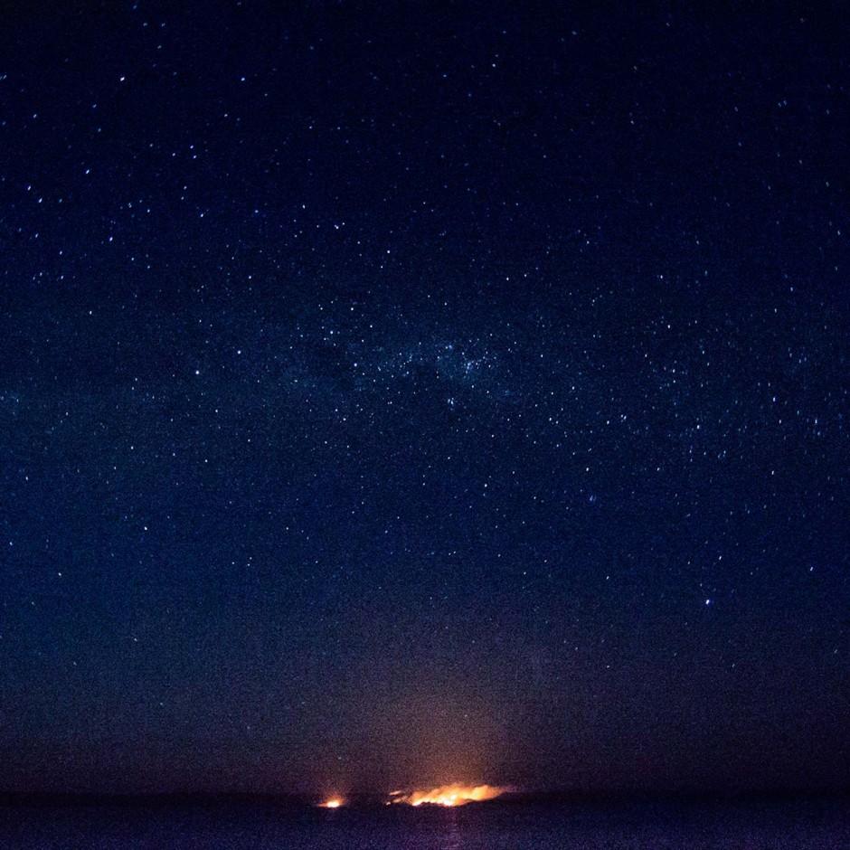 KIMBERLEY_BUSHFIRE_NIGHT_STARS_MACK9794