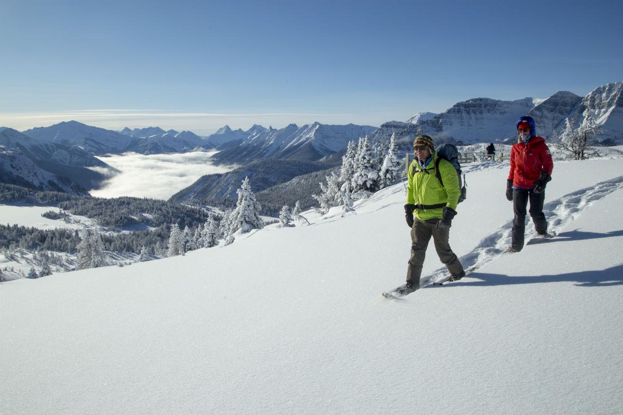 6-snowshoeing_danevans