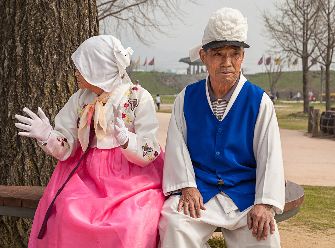 Korean seniors take a break between dances – Haemi Fortress, Seosan