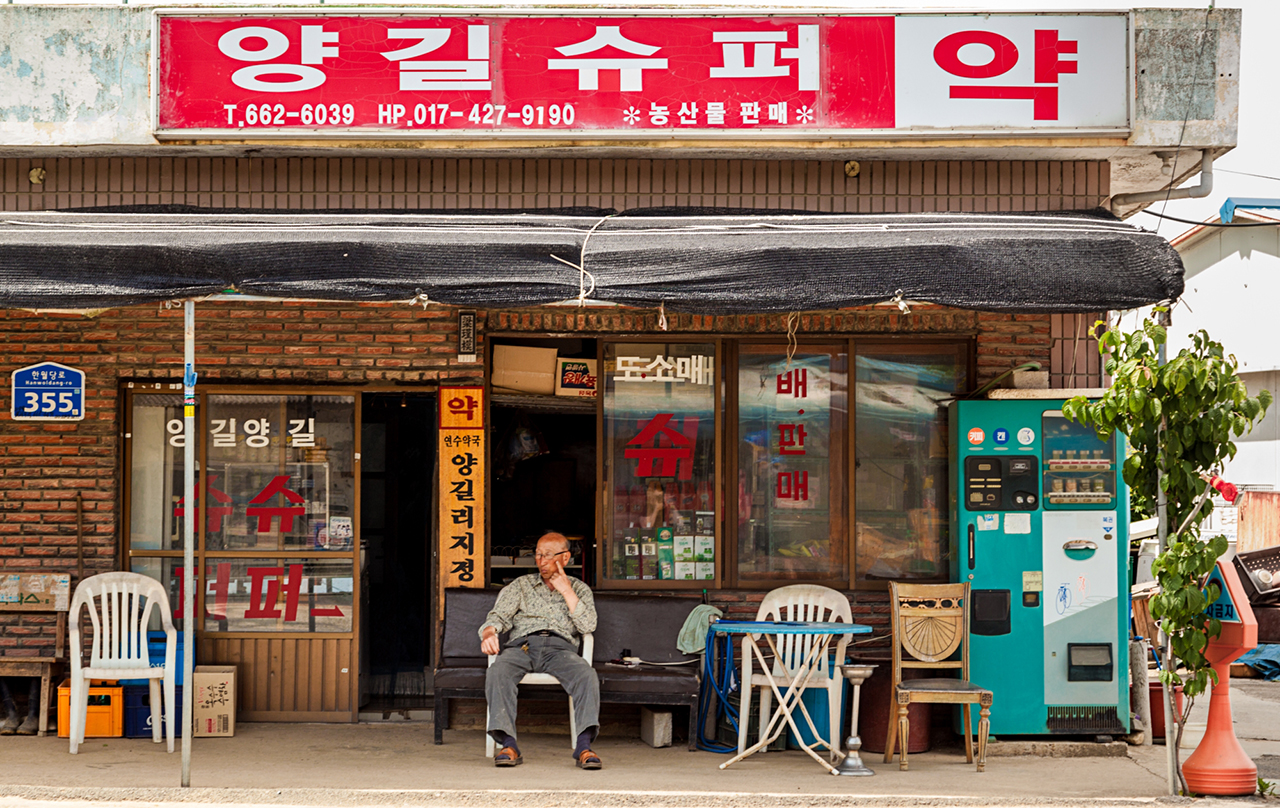Local store owner watches village life pass by – Yanggil-ri, Seosan