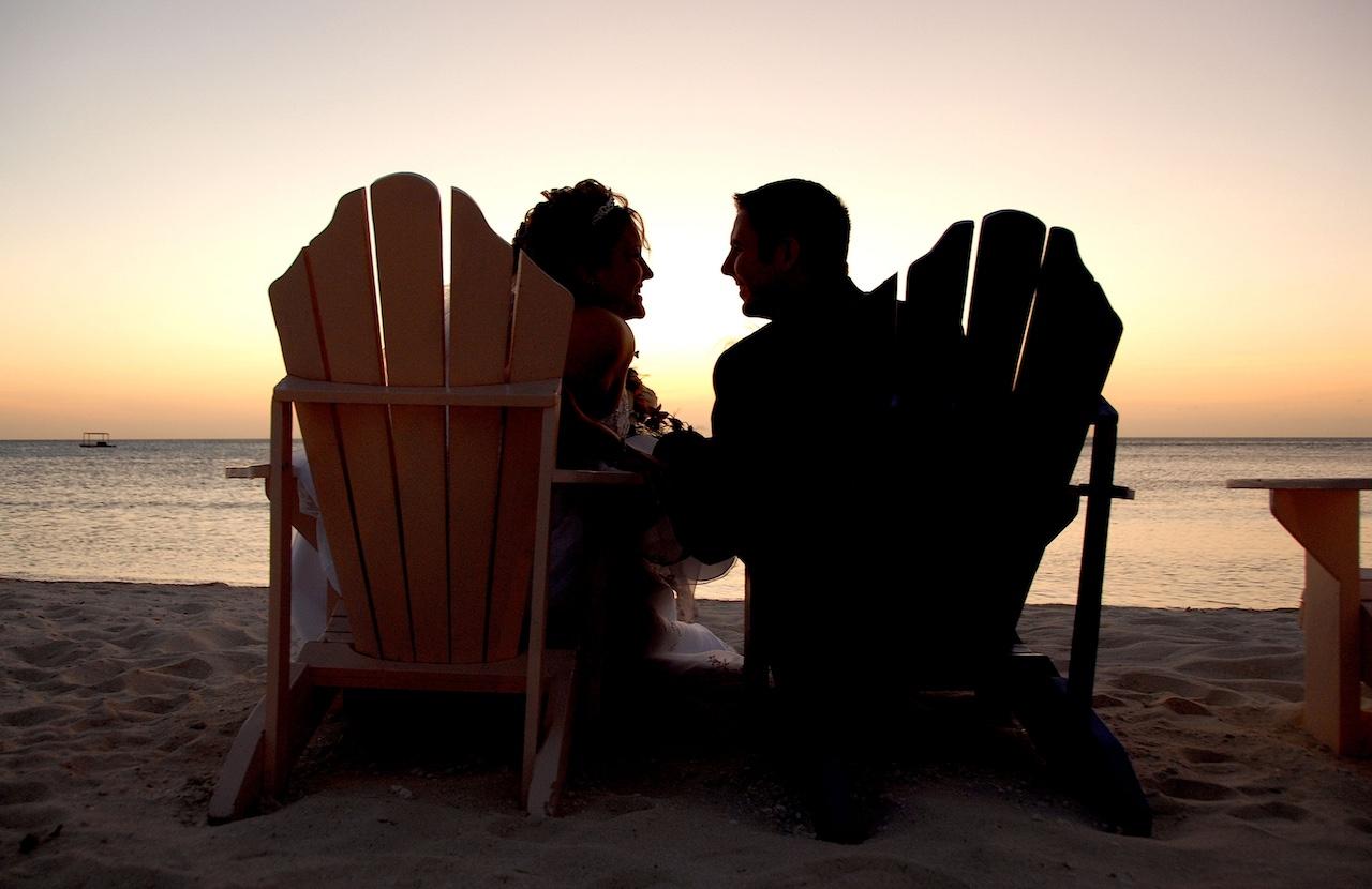 Couple sunset Aruba don't re use