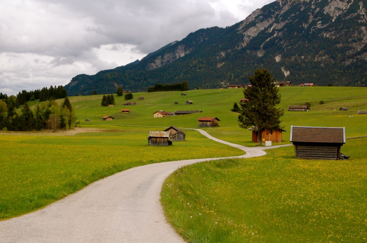 Following the road to Mittenwald, Germany. Photo by the author.