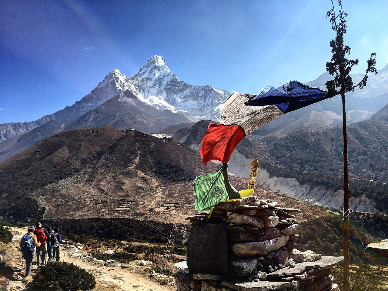 ama-dablam-and-flags