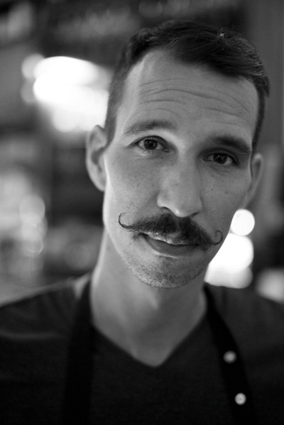 Waiter. De Pijp, Amsterdam 2014. ©Jens Lennartsson