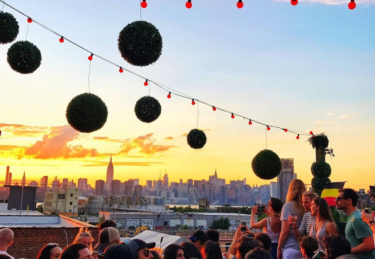 Williamsburg bar crawl guide: getting rowdy versus chilling out