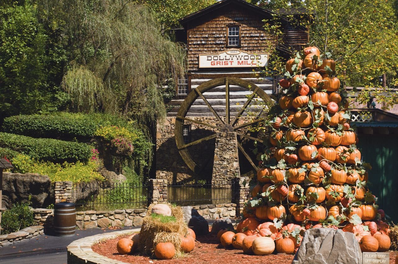 Dollywood fall imagery