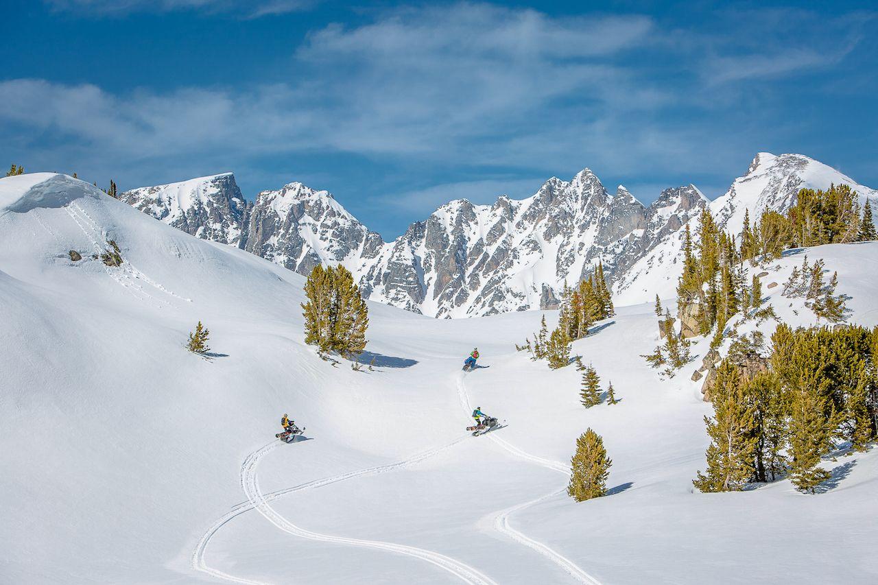 snowmobiling yellowstone