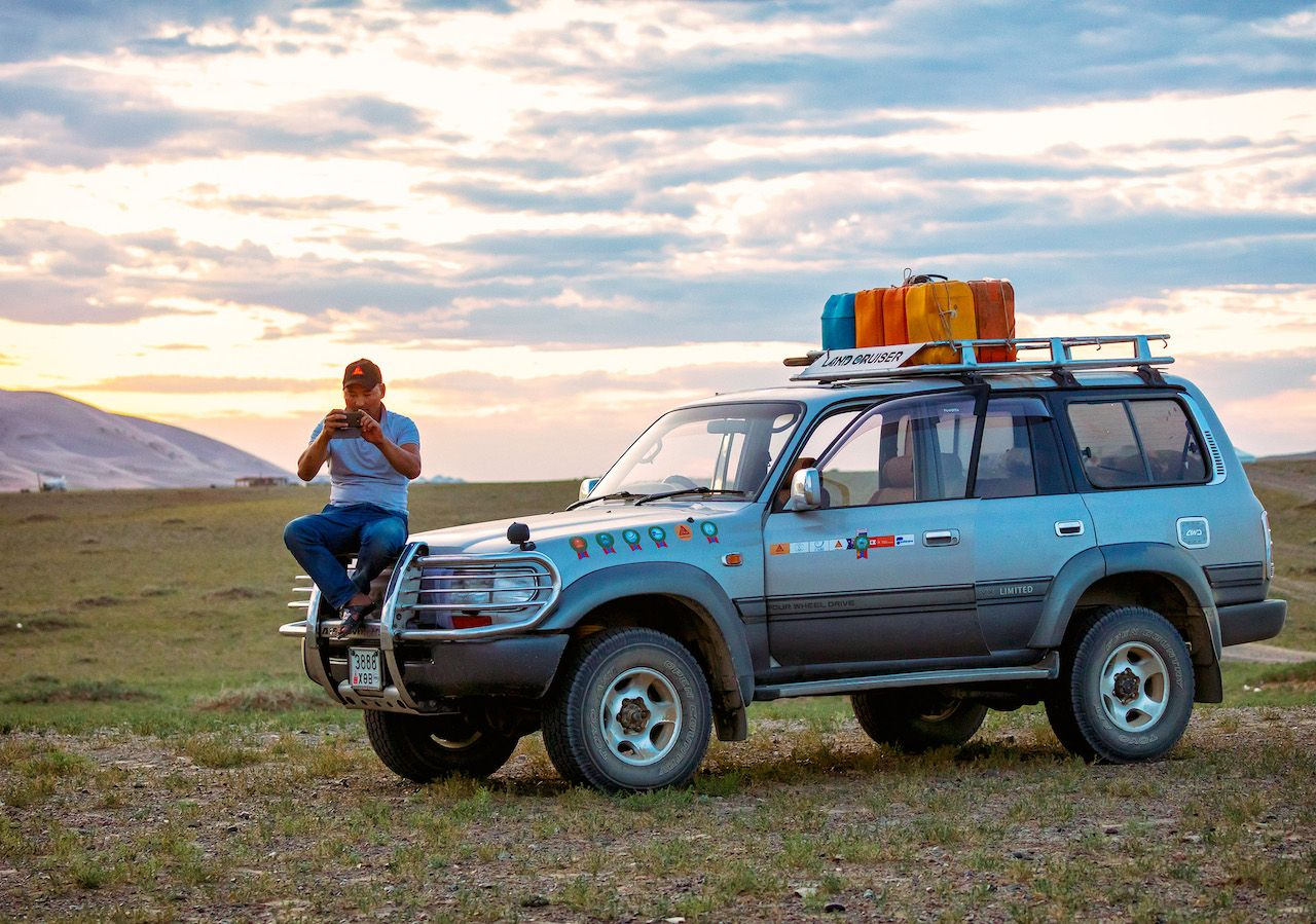 Mongolia_car and driver