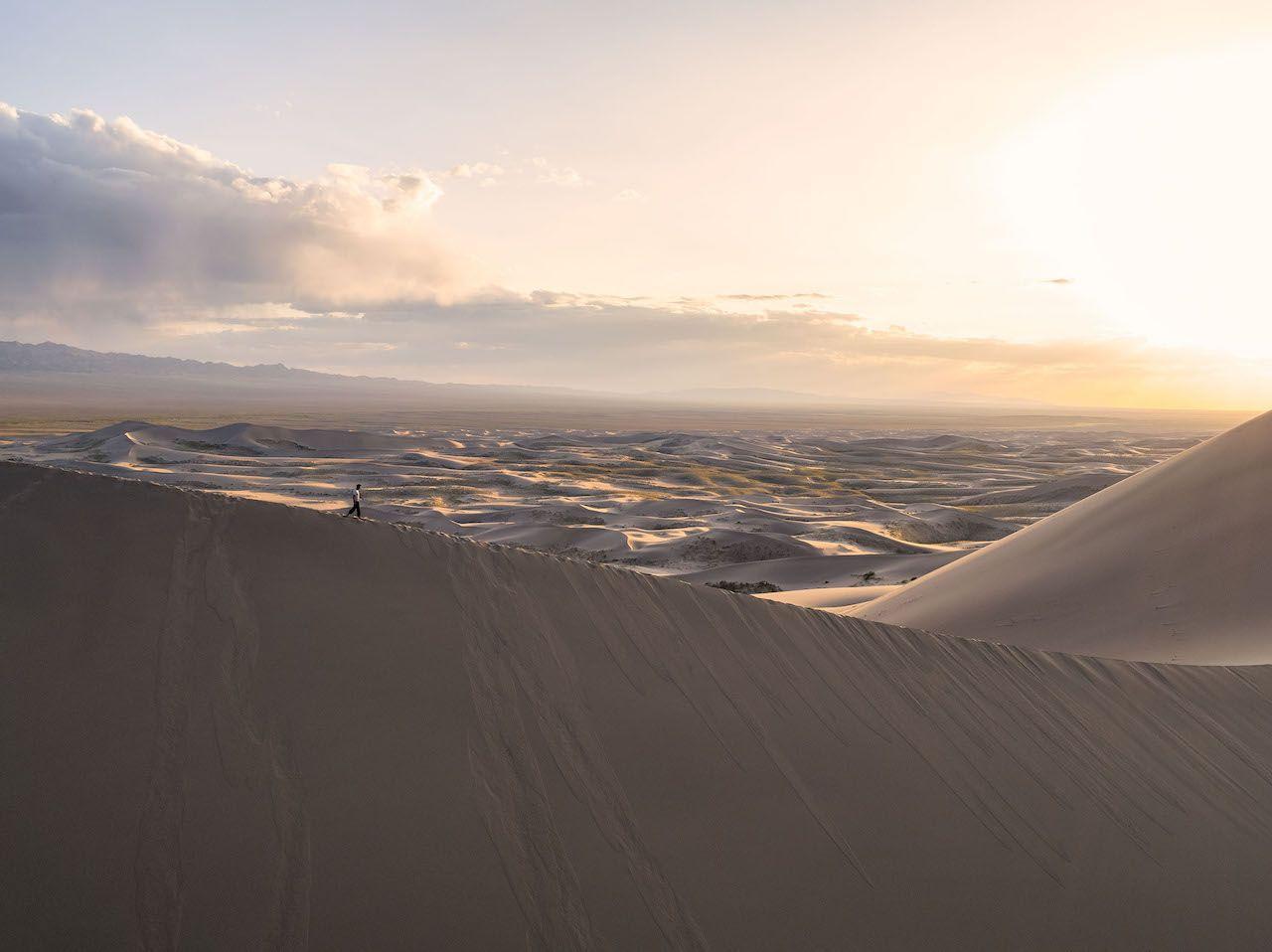 Sand-dunes-Mongolia-2.jpg