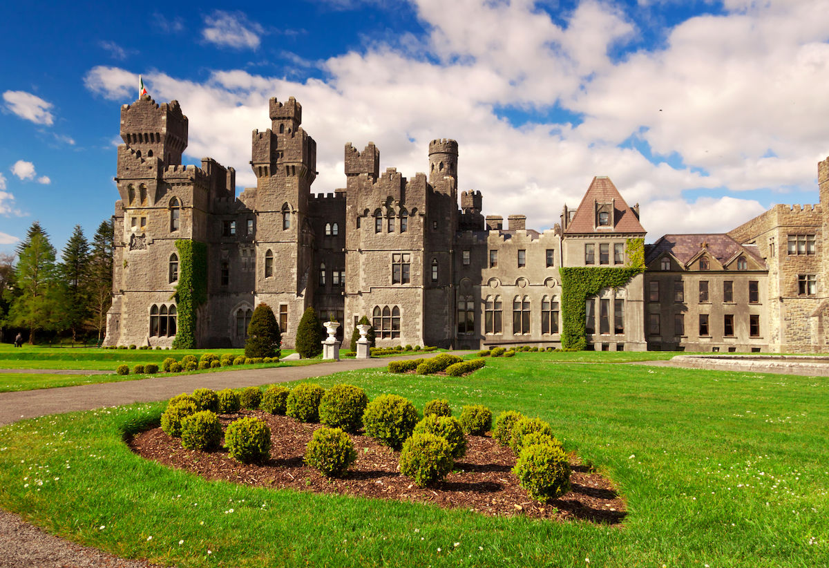 11 insanely beautiful castles you can actually stay the night in