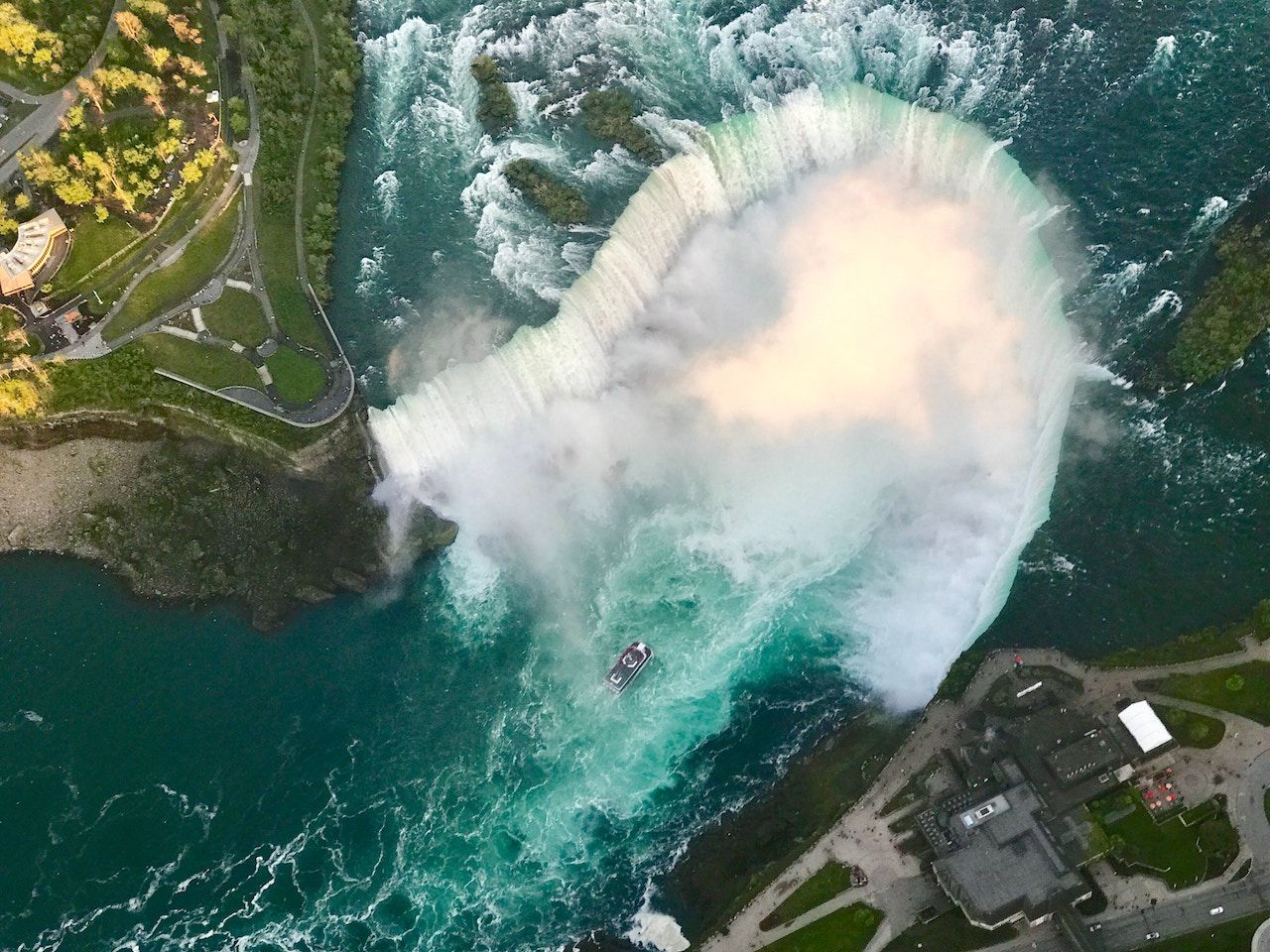 Propose at Niagara Falls Canada