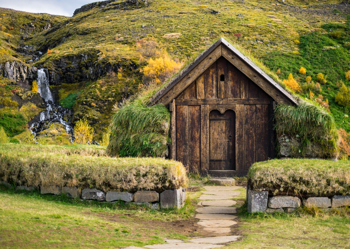 Pictures of traditional houses around the world
