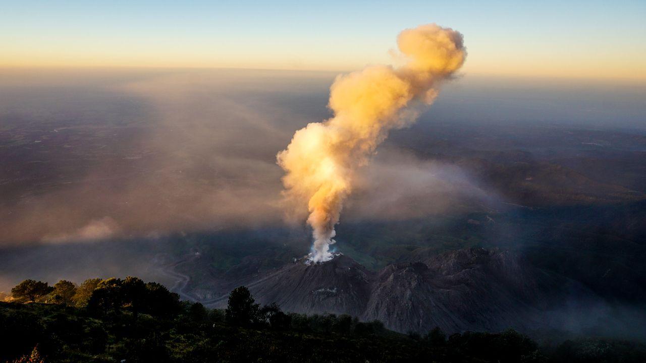 Volcano Santiaguito erupts in Guatemala