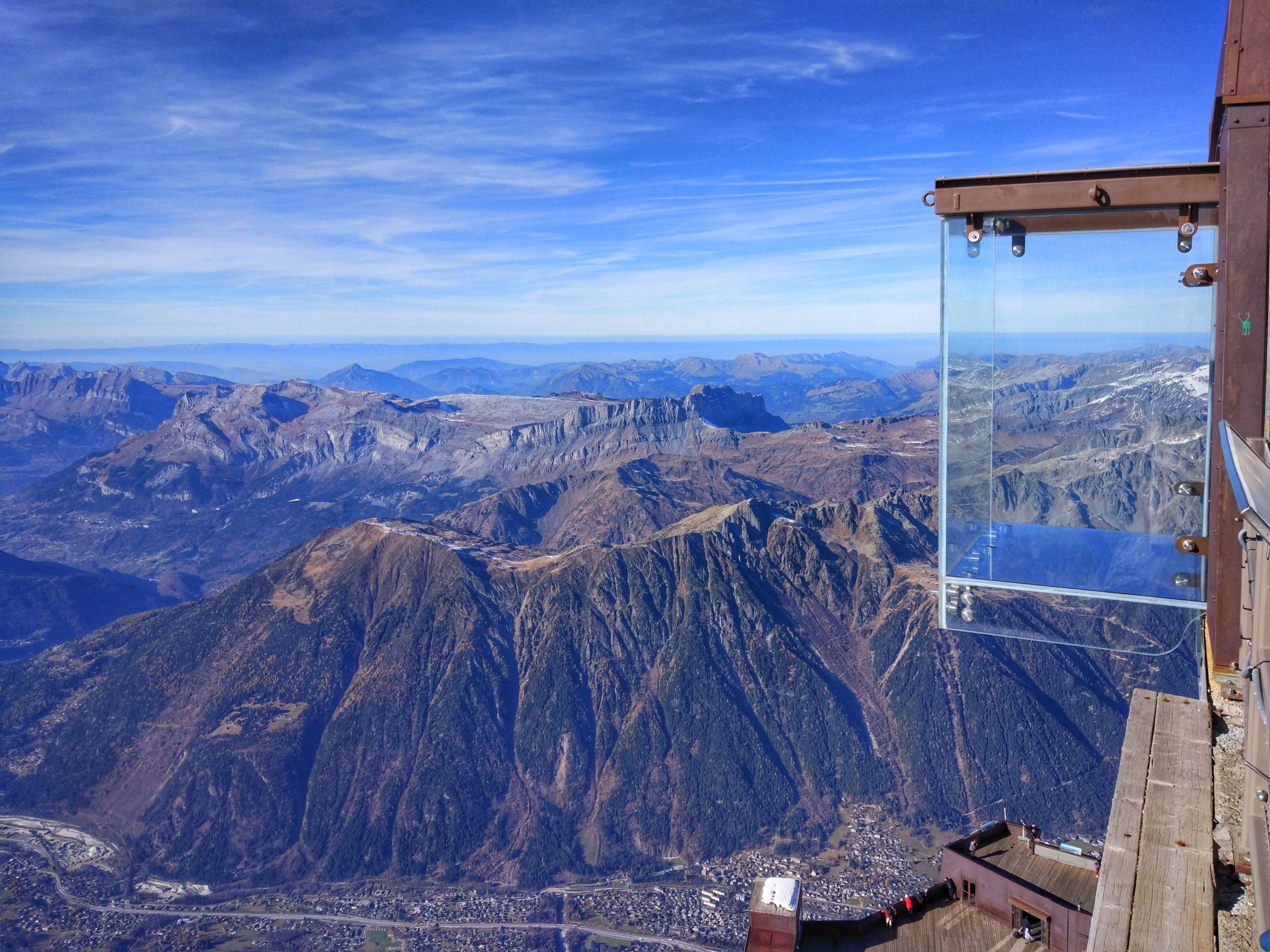 glass-bottomed observation decks