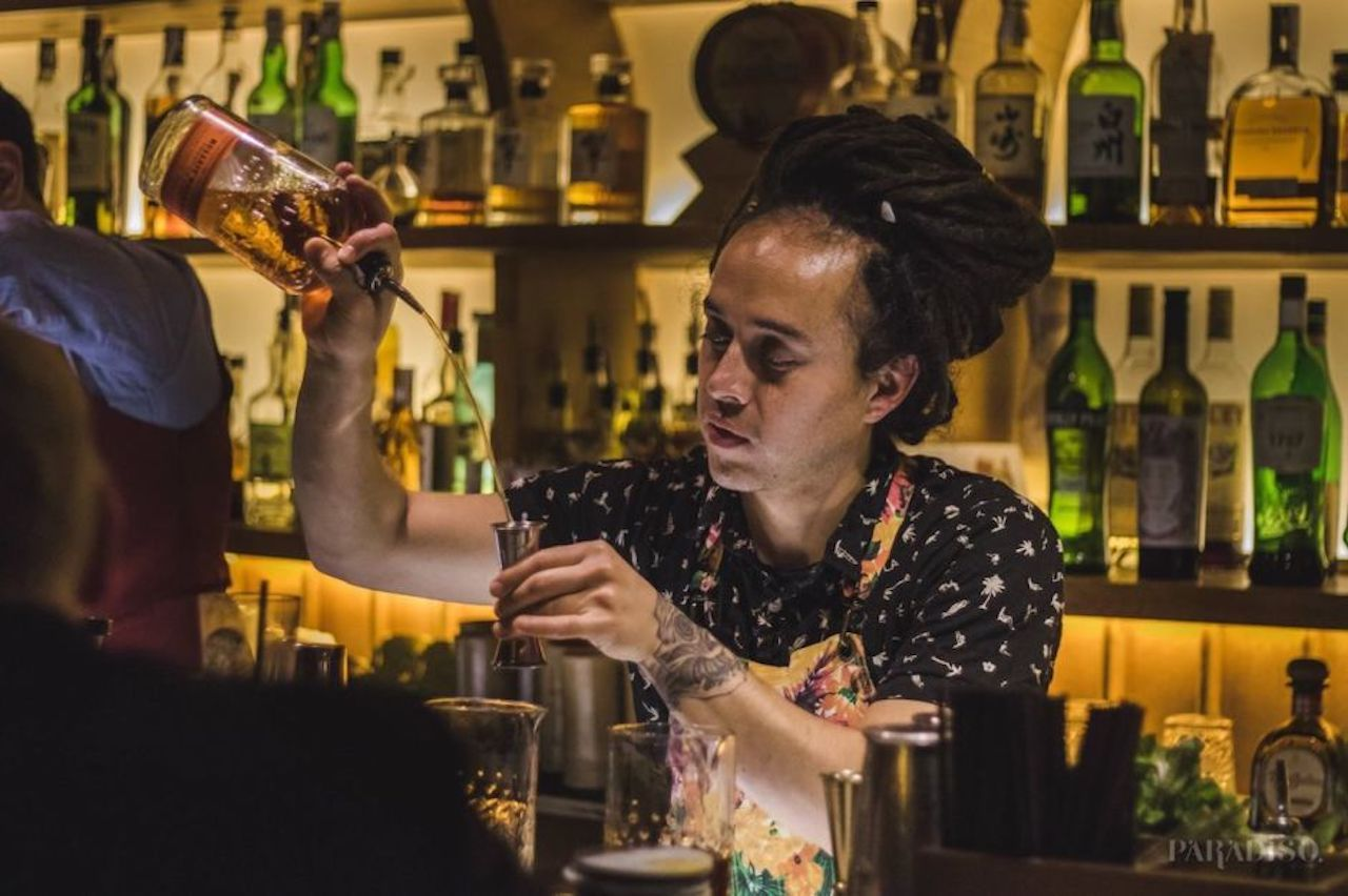 Bartender pouring a drink at the Paradiso bar in Barcelona