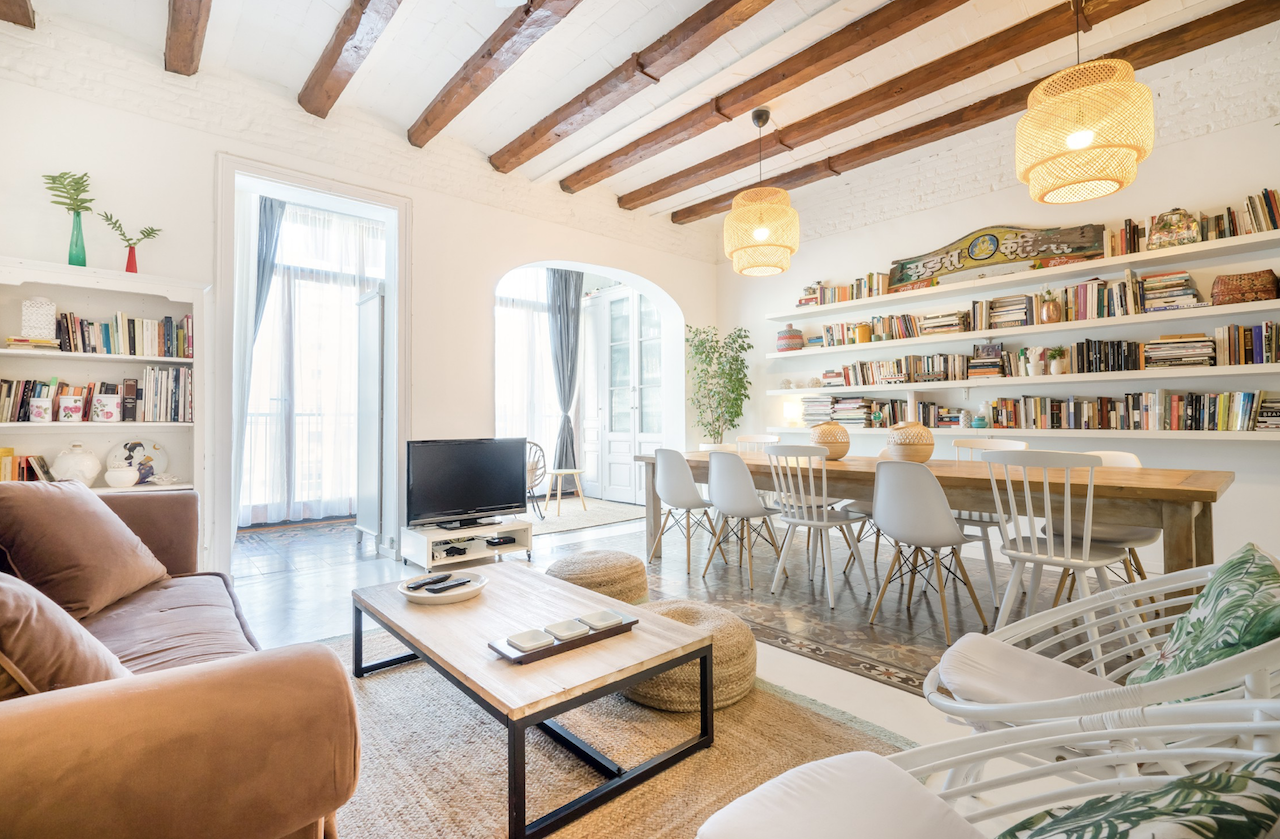 Exquisite apartment with open spaces and light in Barcelona, Spain