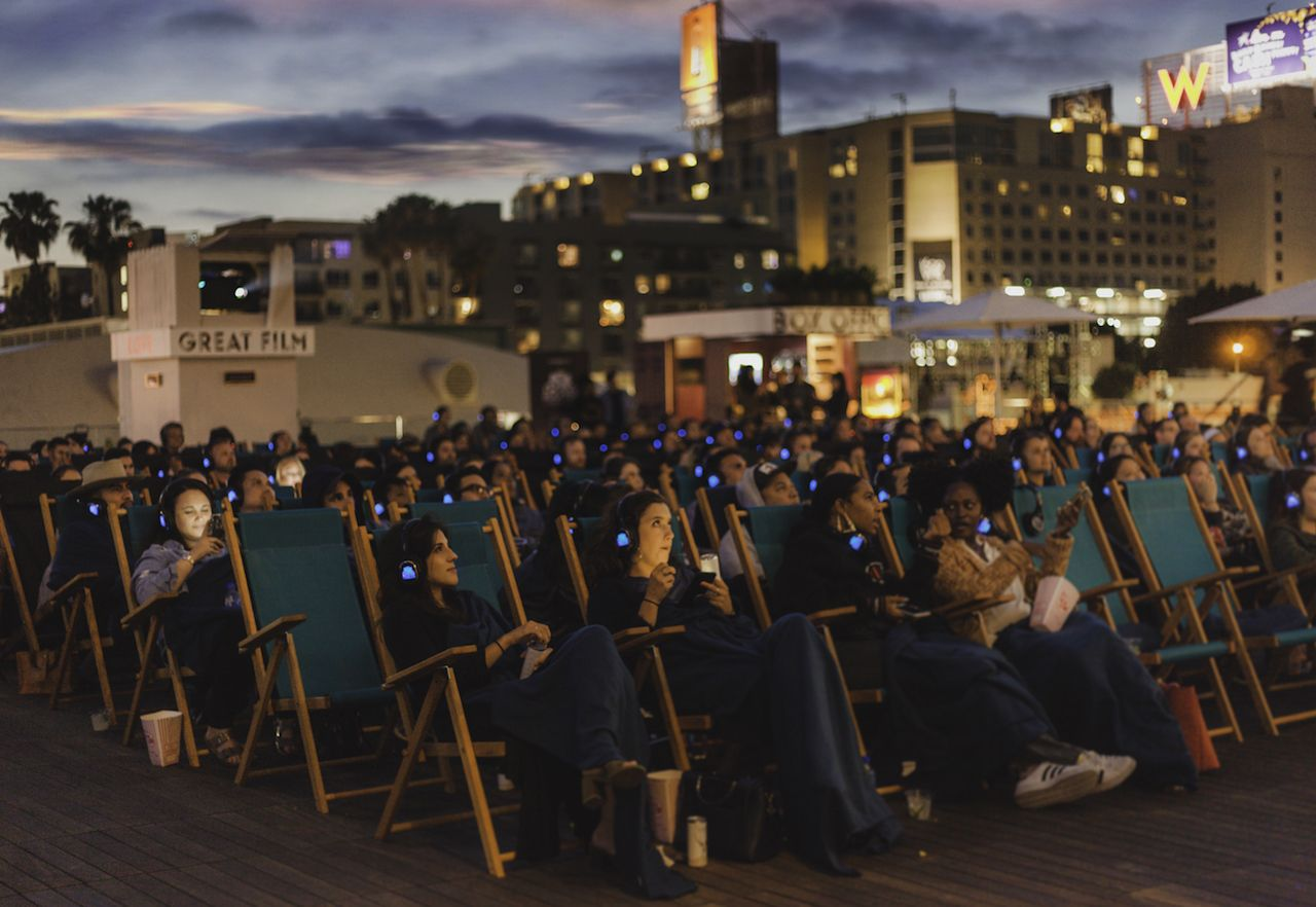 1 Cuddle Under The Stars While Watching A Movie At Rooftop Cinema Club