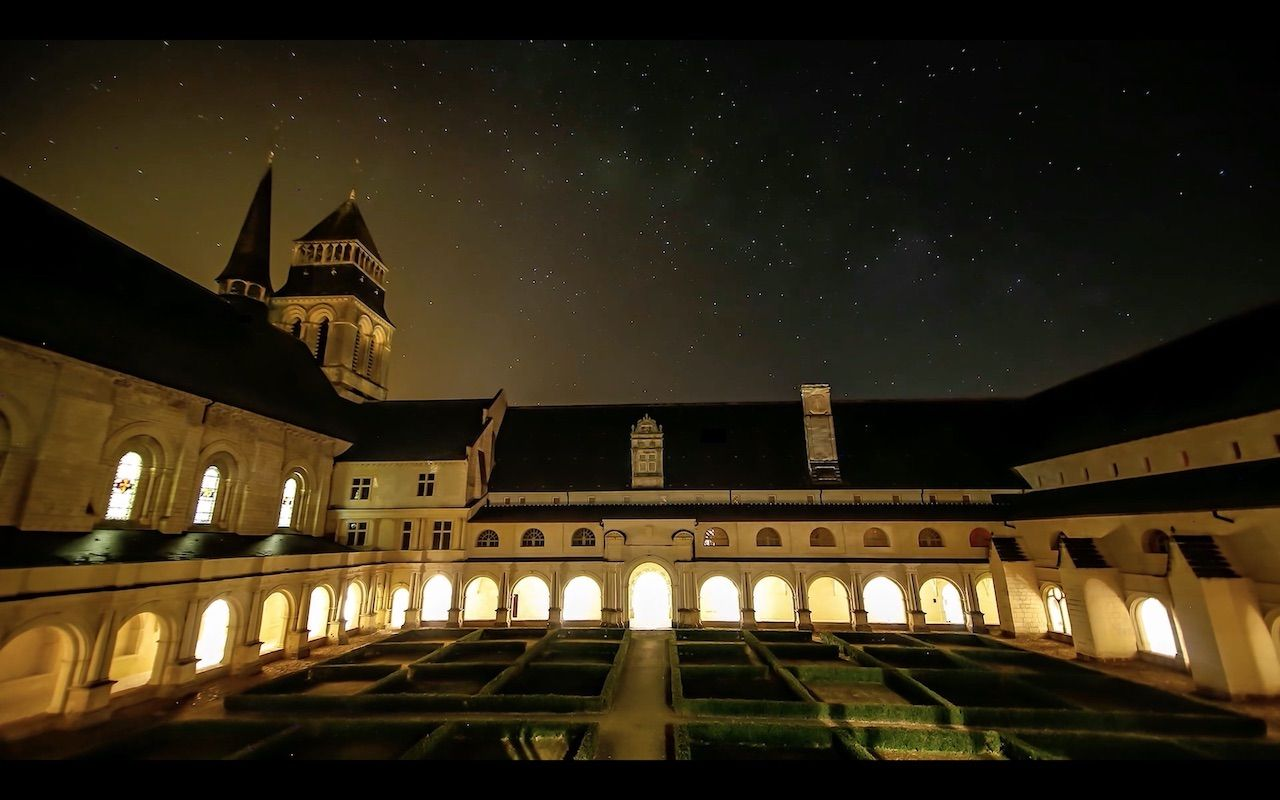 Abbaye Royale de Fontevraud at night