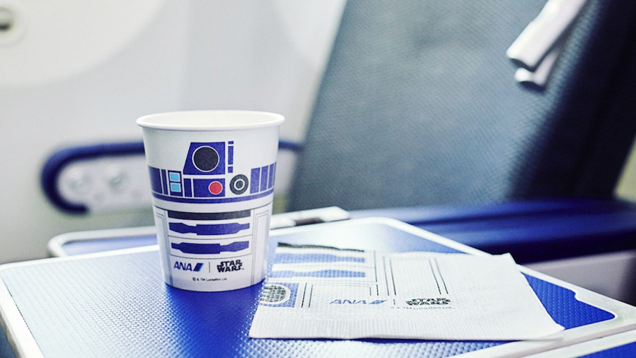 R2D2 cups and napkins