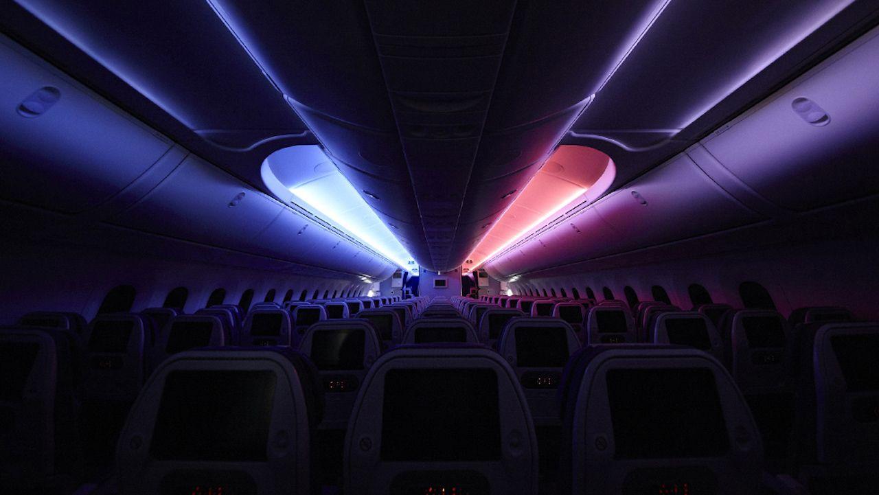 R2D2 plane lights