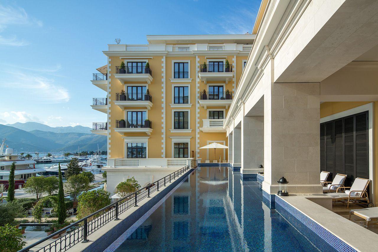 Regent Porto pool