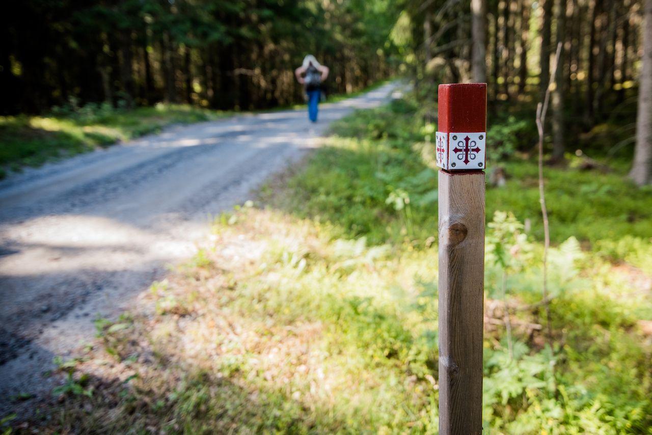St Olavs Way trail marker