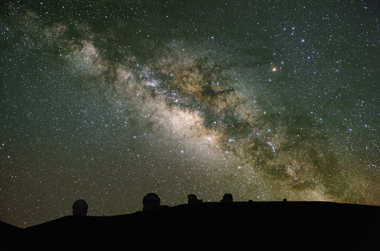 Telescopes observe Milky Way over Mauna Kea, Hawaii