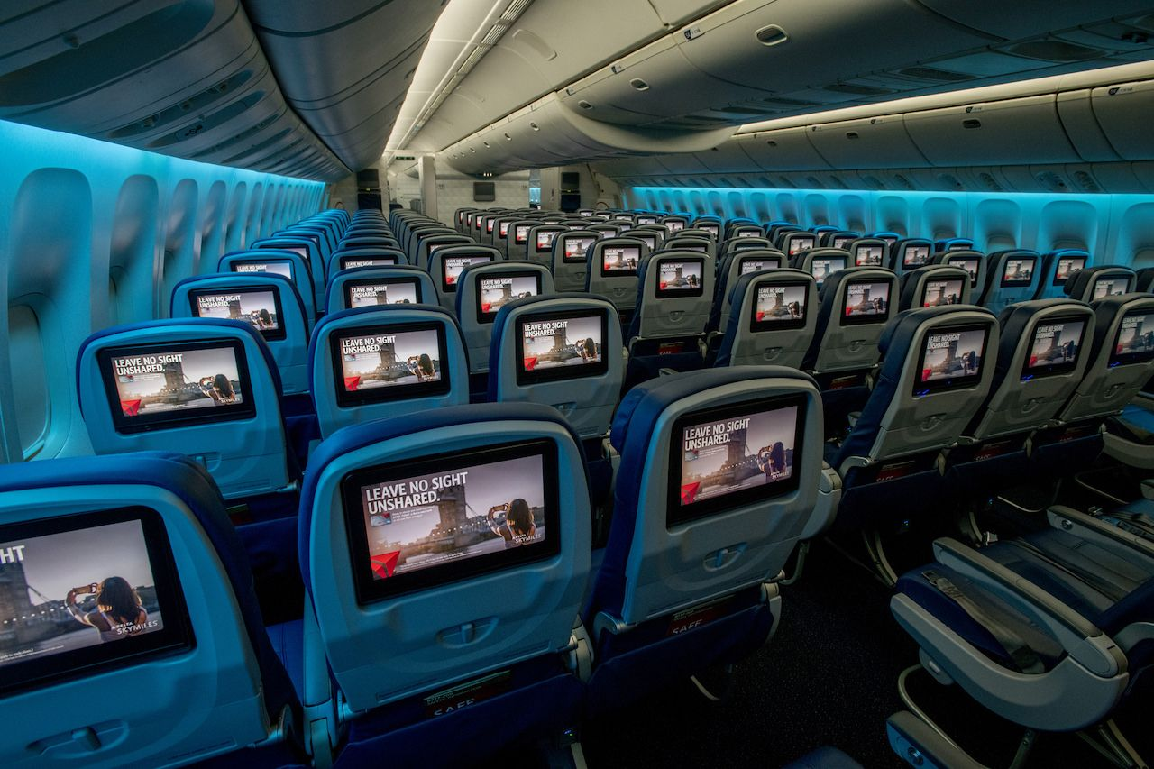 Wider televeision screens on Delta Airlines