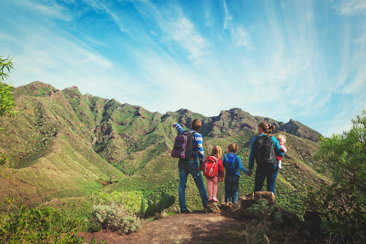 11 tips for day hiking with children