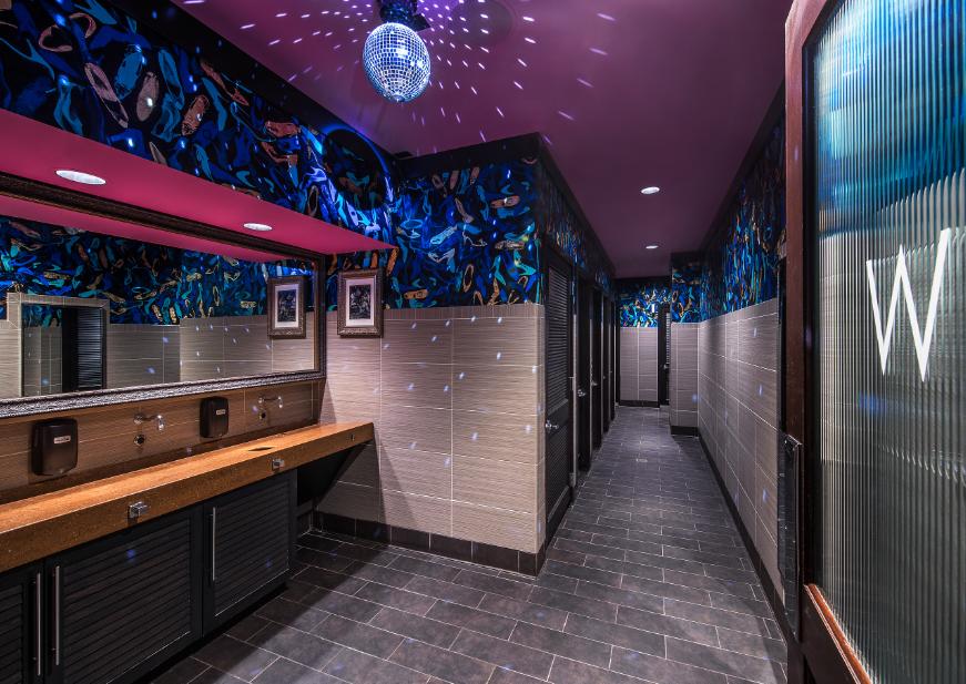 Barrio bathroom in Chicago