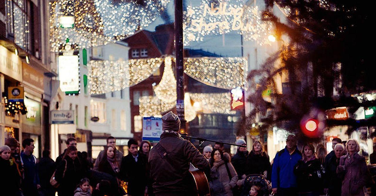 Dublin Grafton Street Christmas busker