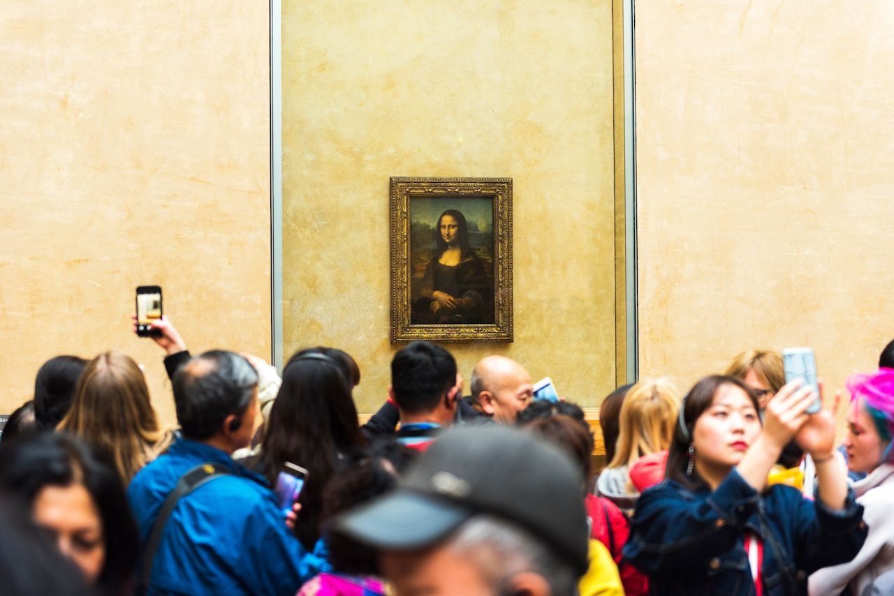 Visitors crowding around the Mona Lisa