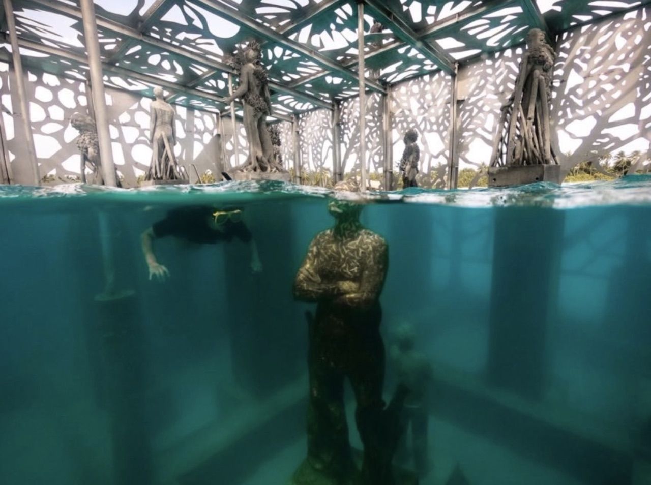 Underwater sculpture in Maldvies museum