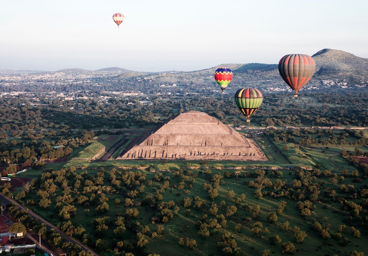 View of Teotihuacan, The Sun´s Pyramid surrounded by hot air balloons