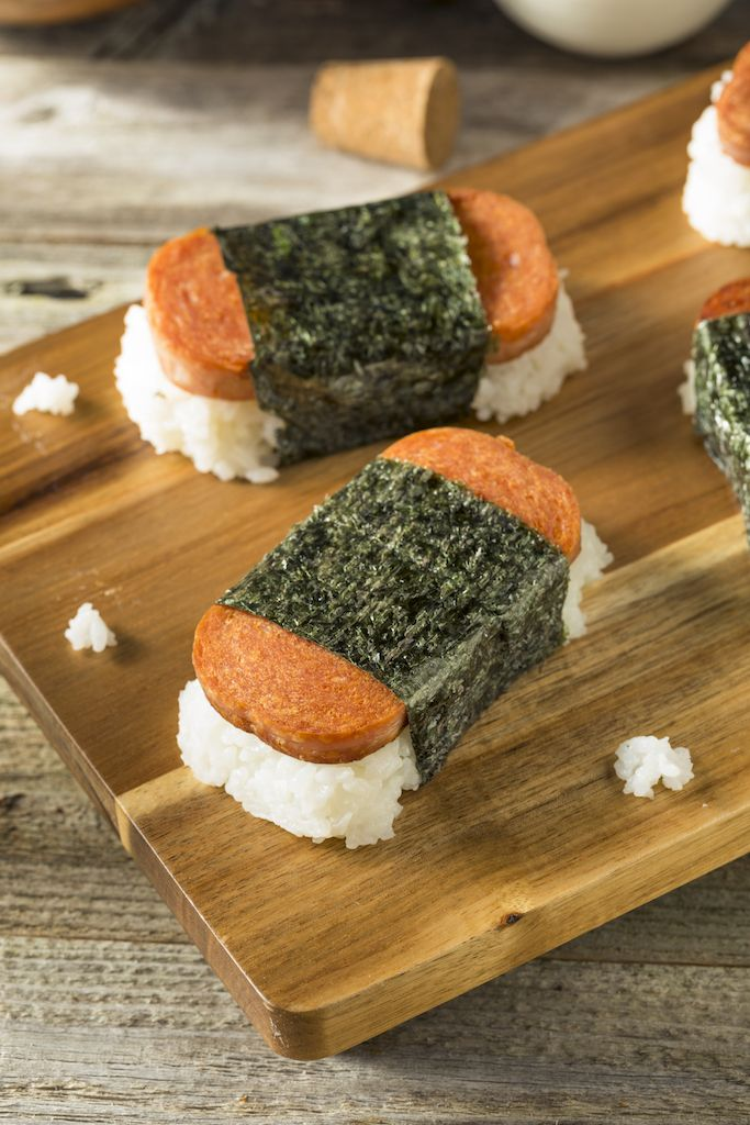 spam musubi (Hawaiian sushi roll)