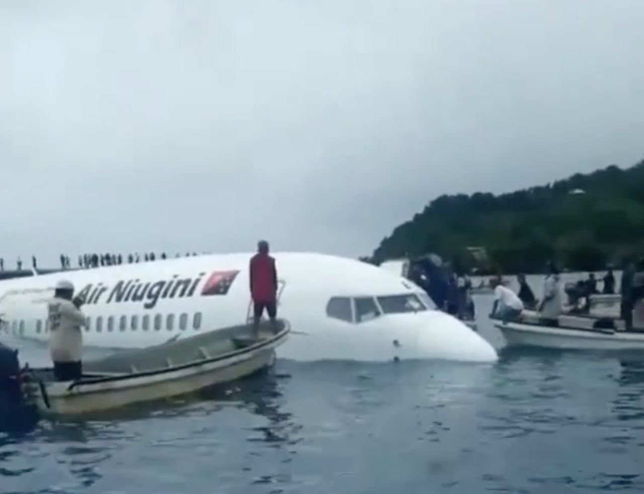 Air Niugini flight crash landed in a lagoon