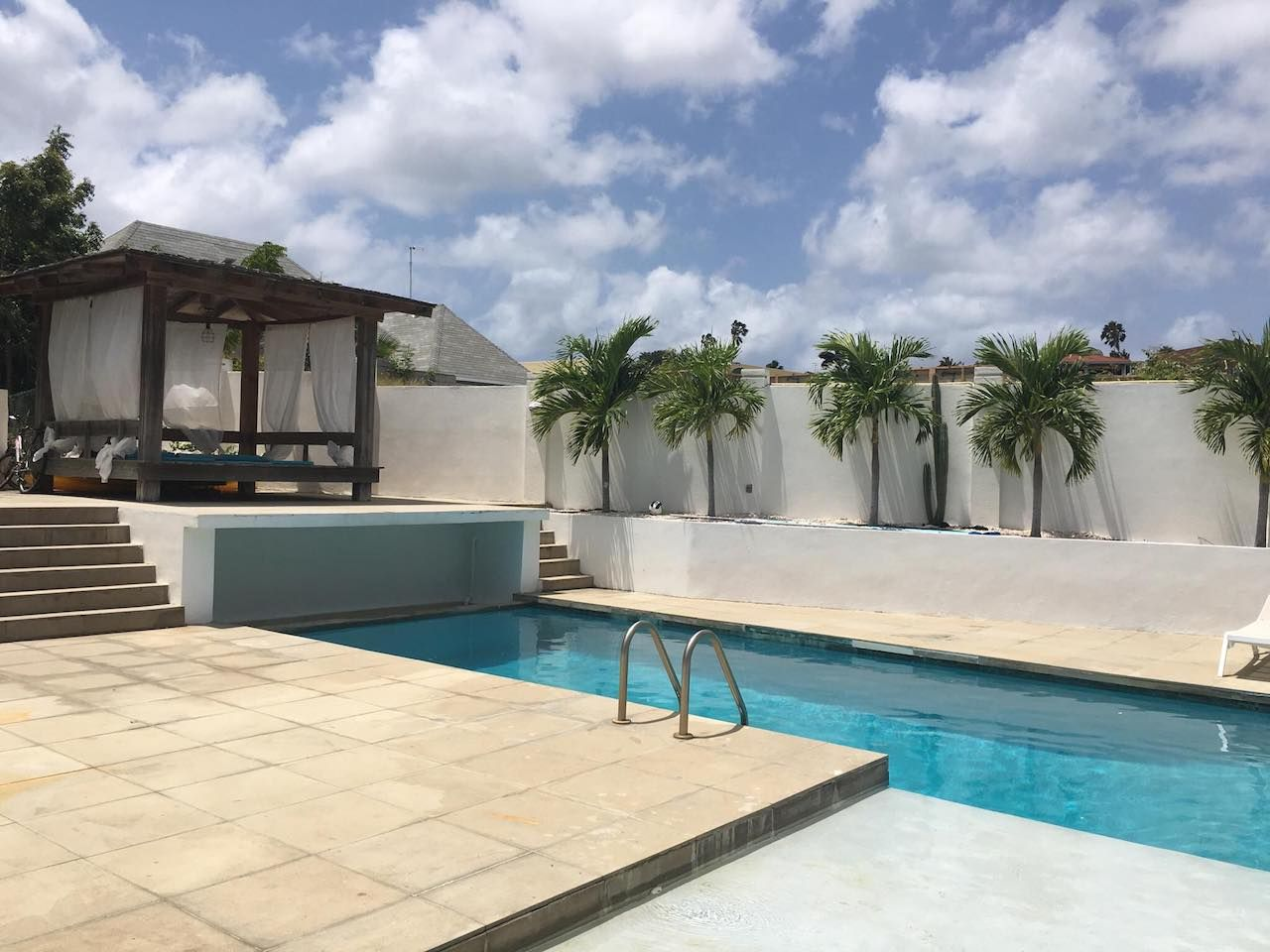 Airbnb with nice long pool in Curacao
