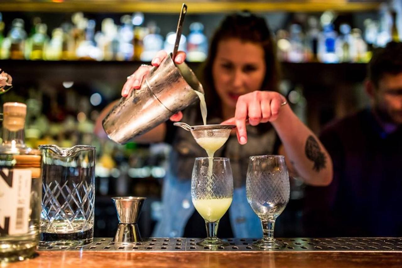 Vesper Bar in Amsterdam, bartender pouring a cocktail
